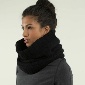 Lululemon Keepin' it real cozy neck warmer